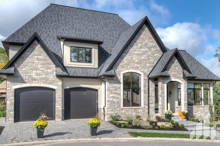 Full-Bed-Stone-Arriscraft-Building-Stone-Fresco-Ontario-Silverado-4